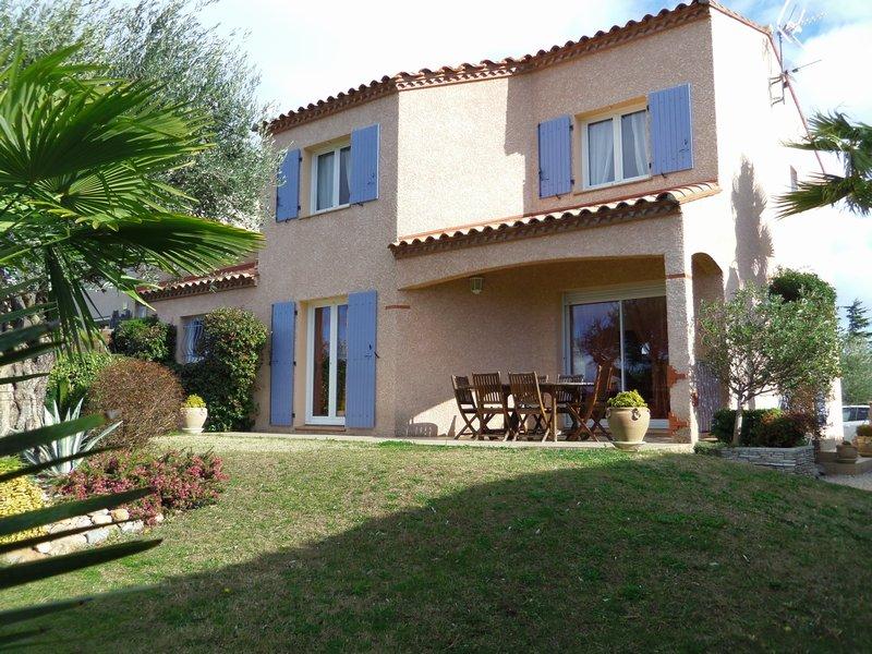 Belle villa d'environ 140 m², 5 chambres, jardin