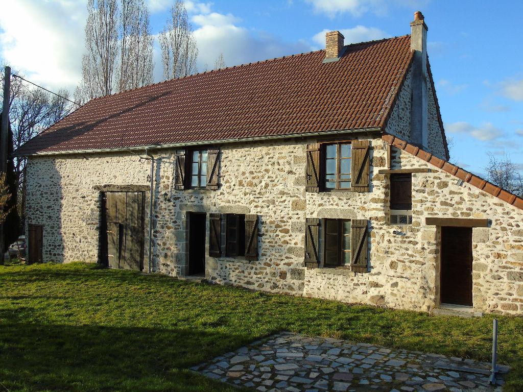 23140 - 12 kms de GUERET - Maison en pierre de 110 m2 + grange