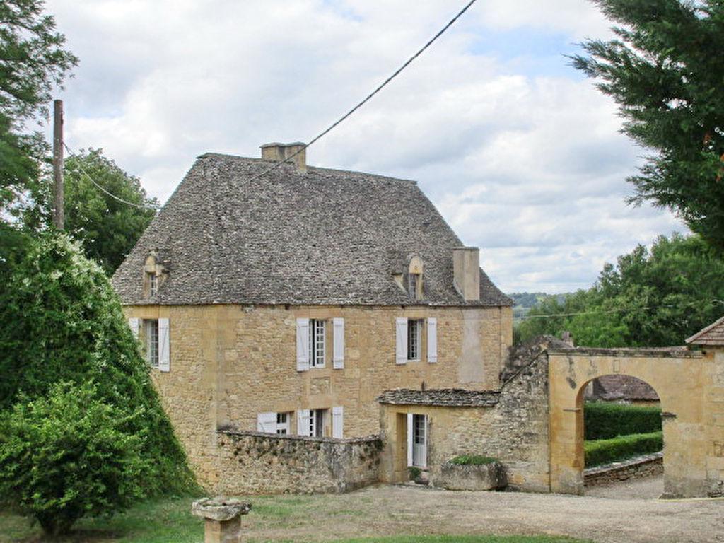24620 SIREUIL : propriété sur 46 hectares avec village troglodyte