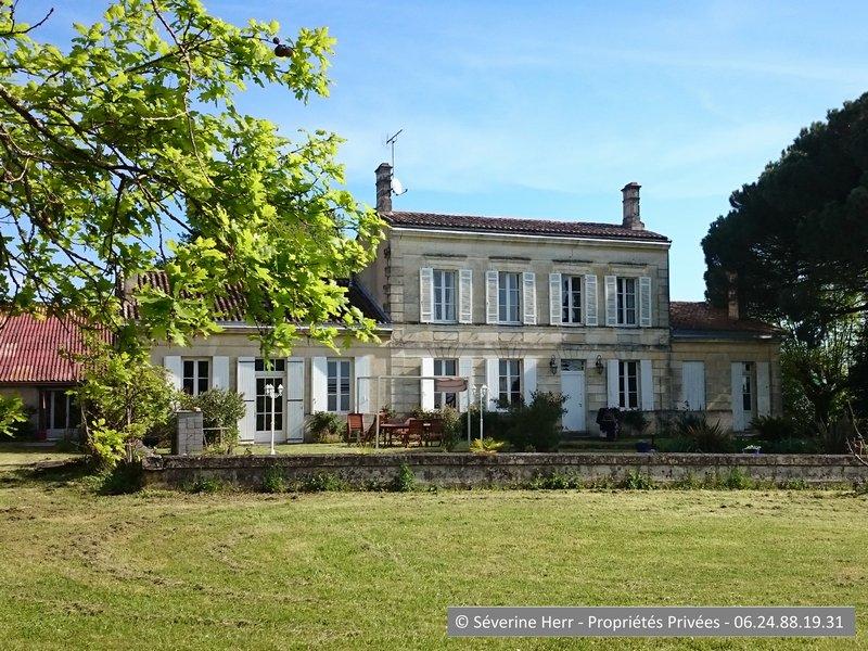 Maison de maître 330m²+dépendances, Pugnac (33710)