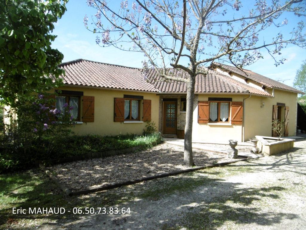 Maison plain pied proche Perigueux, 4 chambres 127 m2 avec garage indépendantsur 2000 m² de terrain