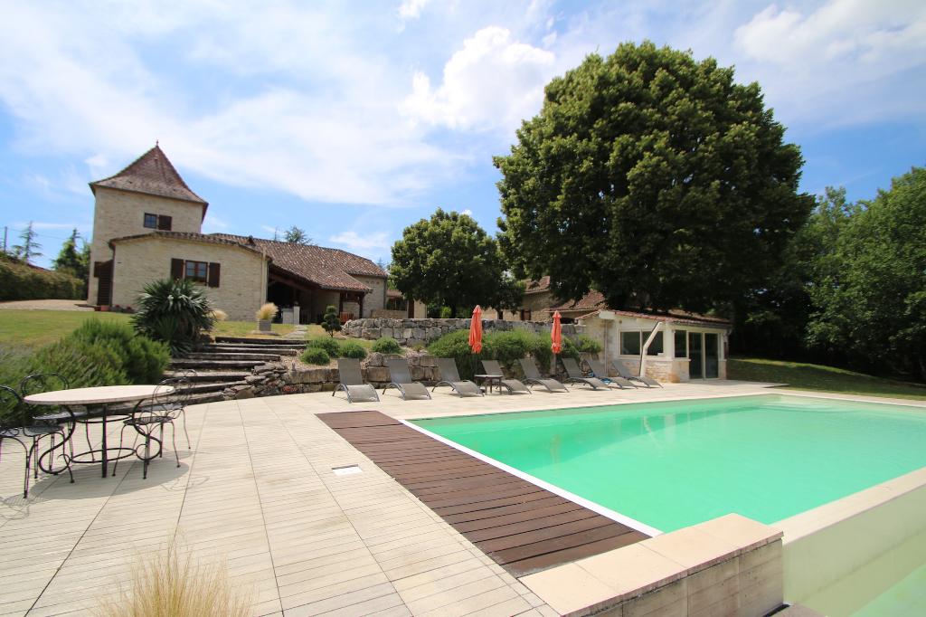 FUMEL propriété 400 m2 sur 1,74 hectares avec piscine