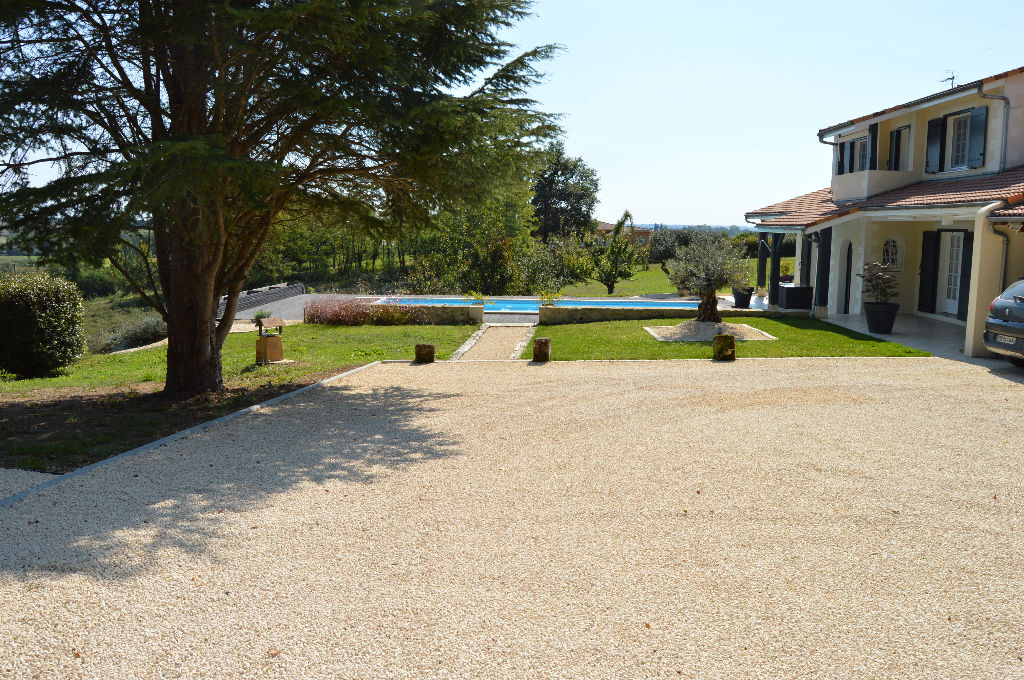 Villa 220m², 4 chambres, piscine, garage, vue panoramique