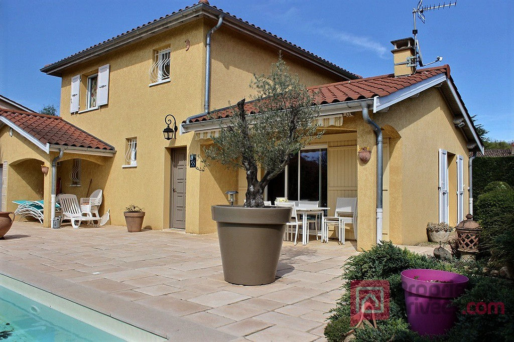 Villa 5 pièces 3 chambres 2 SDE  2 WC  terrasse  piscine