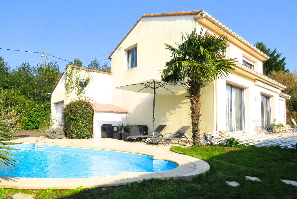 Belle maison familiale de 4 chambres sur 1450 m2 - proche du Chêne