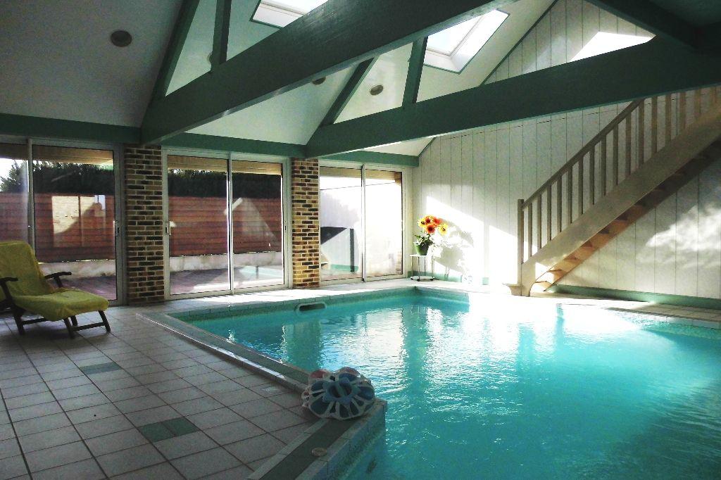Campagne, longère de 180m², 4 chambres avec piscine