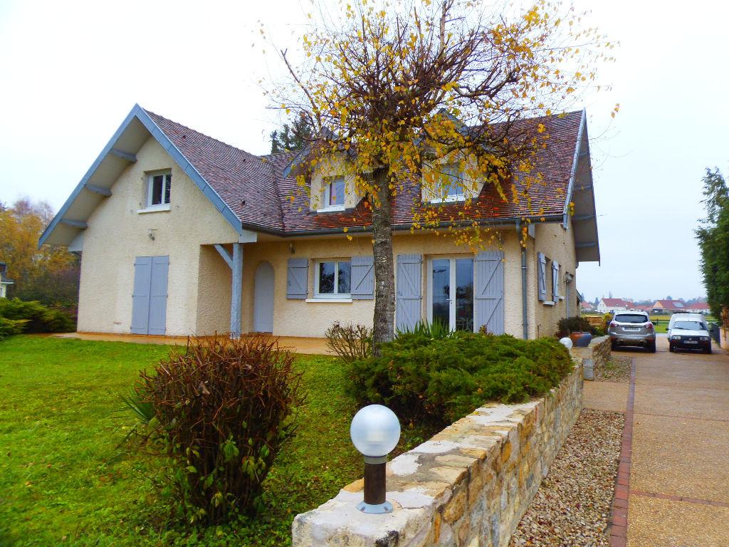 Arc et Senans : villa contemporaine sur parcelle 26 ares