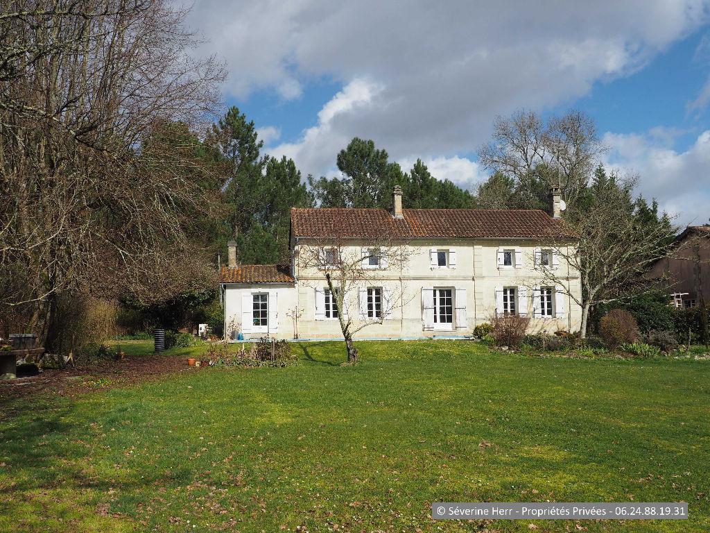 Maison en pierre, 5 chambres, 10.000m² terrain, à Laruscade (33620)