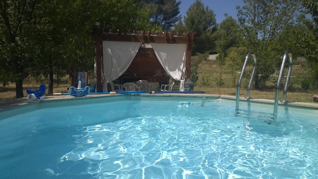 Maison avec grand terrain plat et piscine