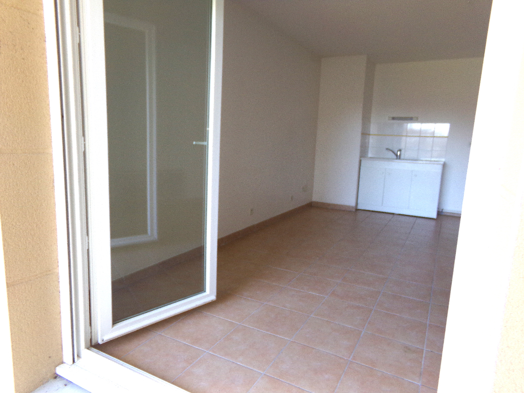 56700 HENNEBONT  T2 récent balcon parking 74 990  FAI