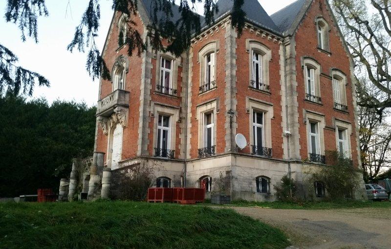Belle propriété avec son Château du 18ème siècle à rénover