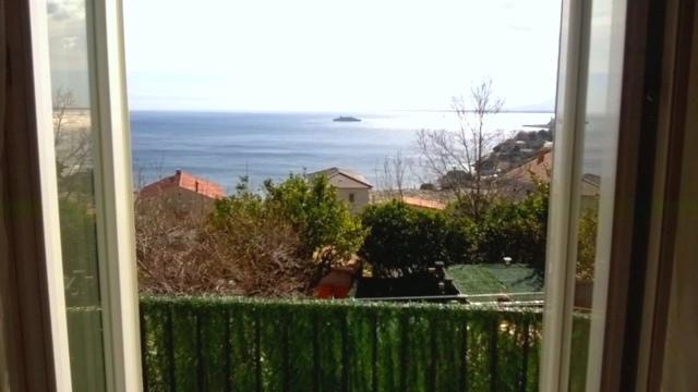Maison Pietranera vue mer avec parking et jardin