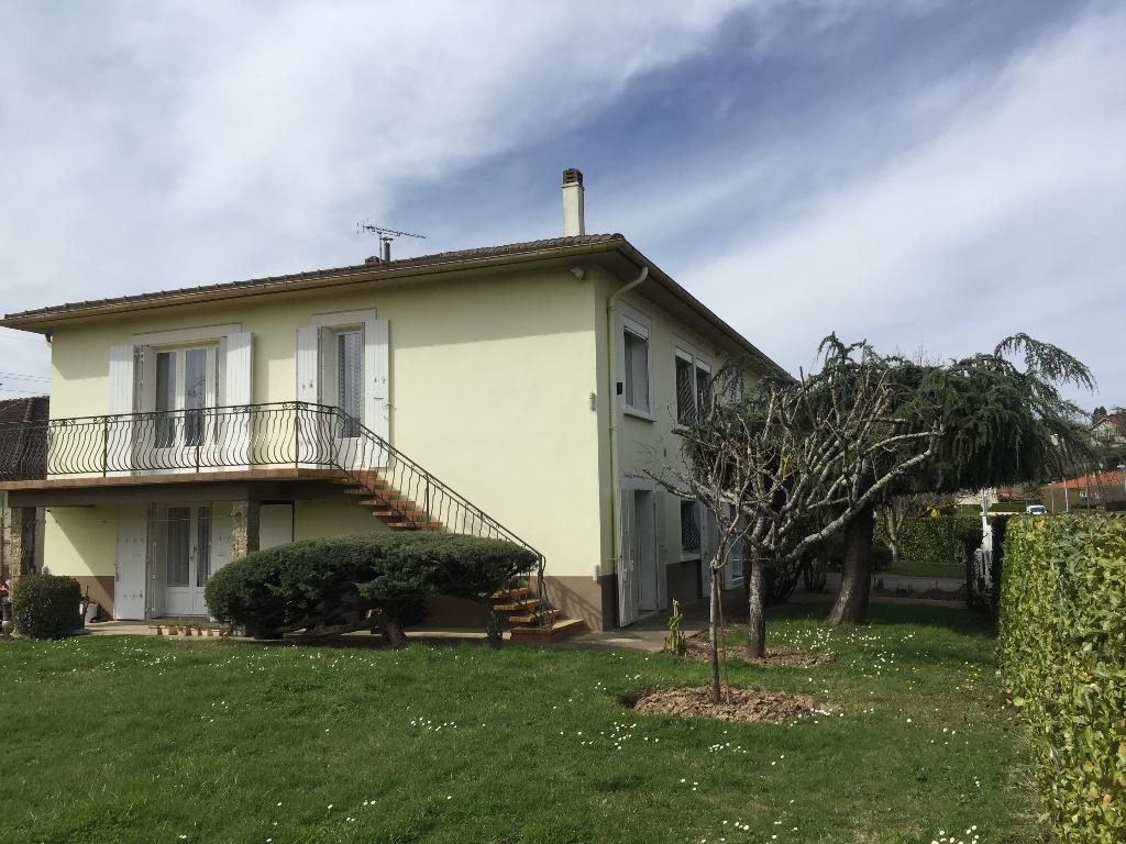 A vendre secteur Castres-Mazamet maison 7 pièces  avec triple garage et jardin