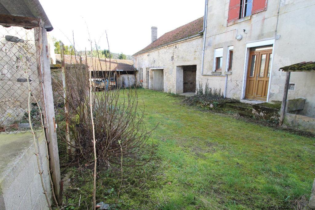 02220 Mont Notre Dame Maison à rénover 5 chambres - Terrain 4894m²