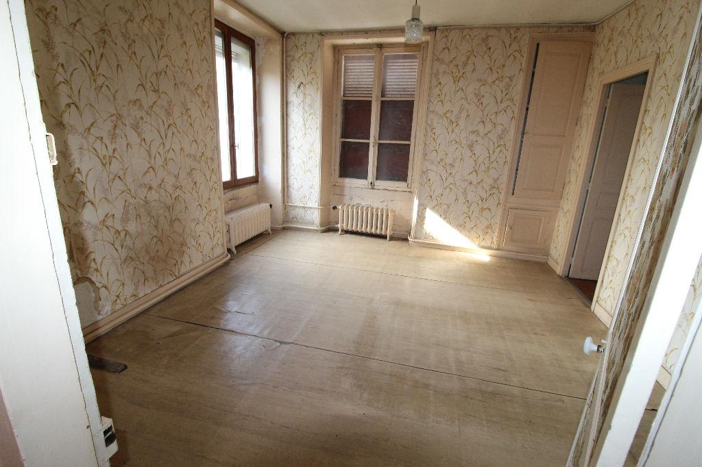 02220 Mont Notre Dame Maison à rénover 5 chambres - Terrain 1163m²