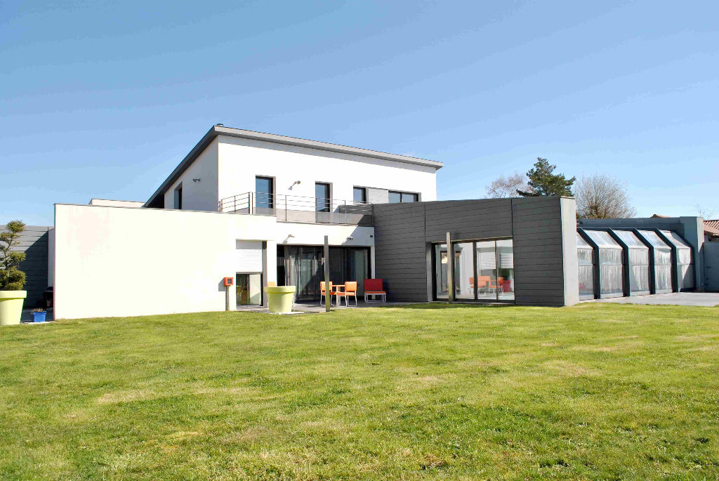 A vendre, maison d'architecte, 10 pièce(s) 275m²