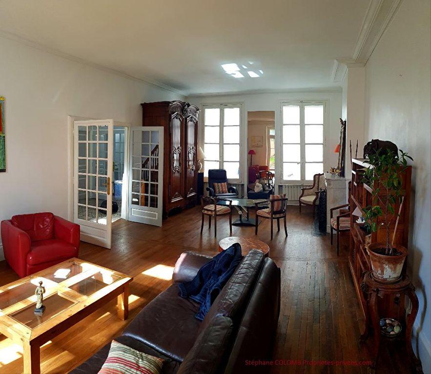 Maison Orléans 11 pièce(s) 280 m2  Jardin et garages