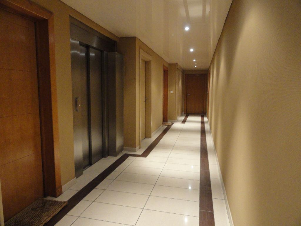 Appartement T3 avec grande terrasse au  dernier étage avec ascenseur