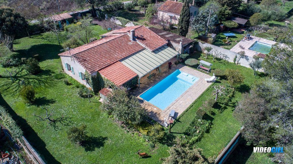 A VENDRE Maison Le Muy 5 pièce(s) 158 m2 Hab Piscine