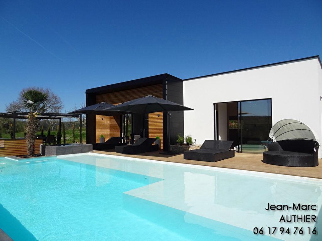 Maison contemporaine, plain pied, 4 chambres, piscine, vue, 800 m de la Dordogne