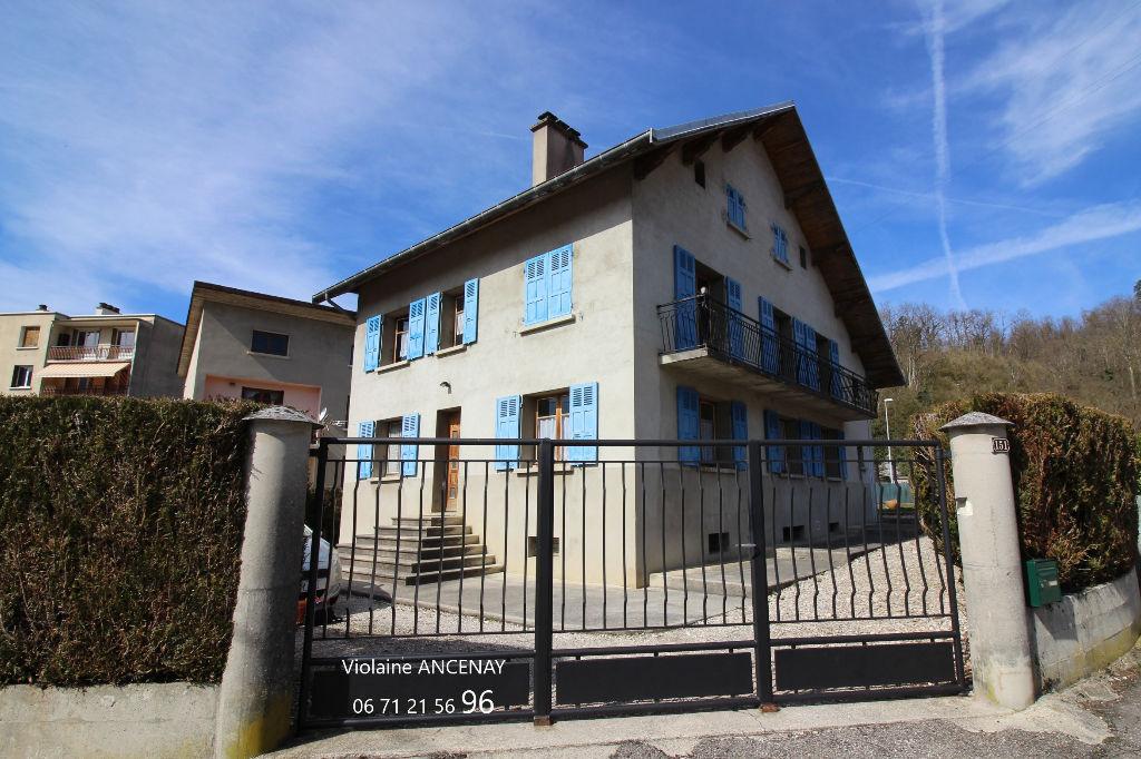 Maison  spacieuse, Les Echelles,  9 pièce(s) 212 m2