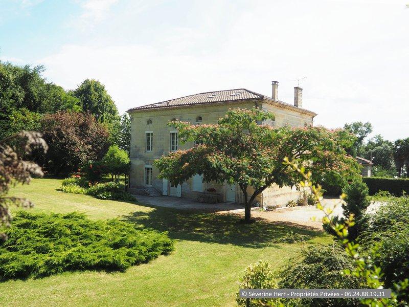 Maison de maître 315m² idéalement située à Gauriac