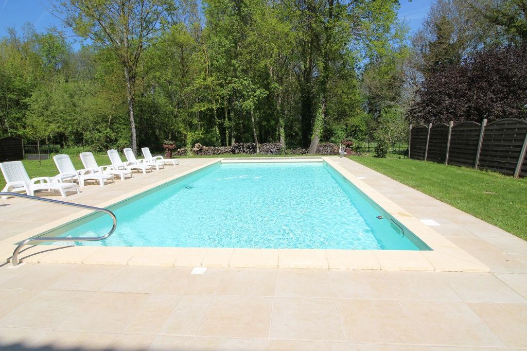 MAISON DE MAITRE BORDURE DE DORDOGNE - 7 pièce(s)- 216 m2- 4 chambres - piscine