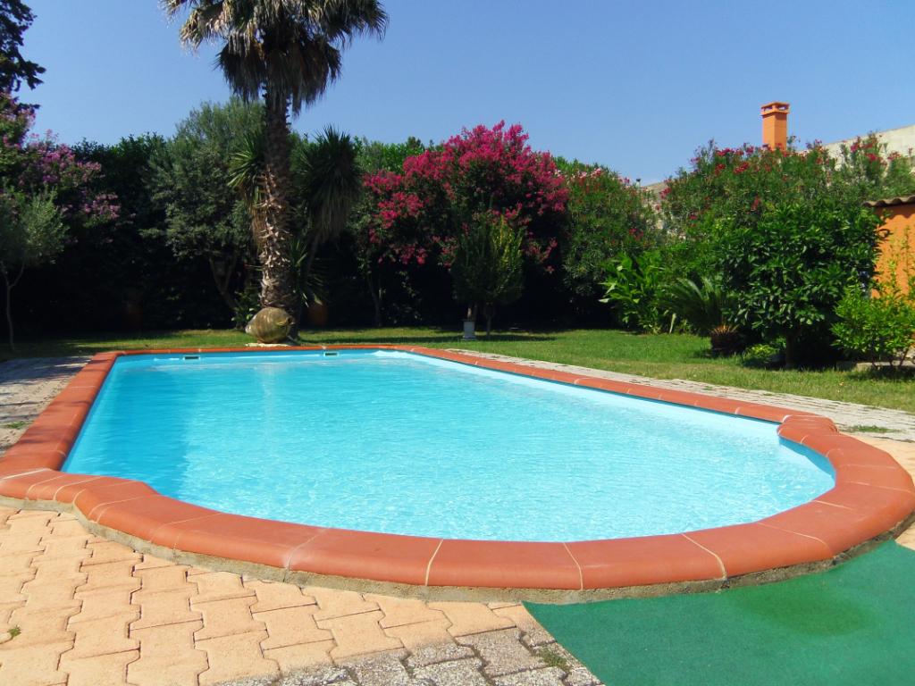 Mas de 750 m² construit sur un terrain de 3.000 m², piscine