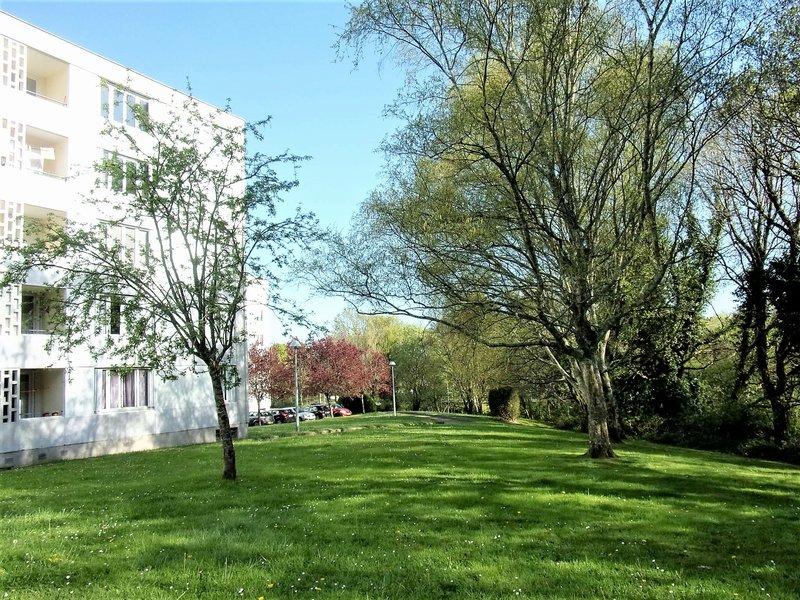 56600 Lanester  en exclusivité Appartement T3/T4  77 m² 84 990 HAI Superbe vue dégagée sur le Quartier de St Guénaël