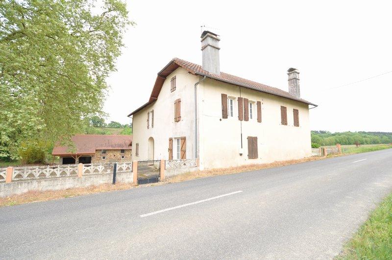 Maison à rénover + granges, Garos 188 000