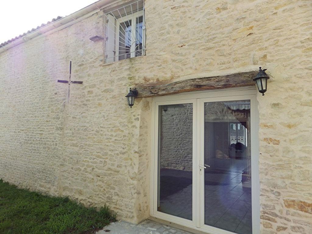 Maison en pierres 148 m2 3 ch centre bourg