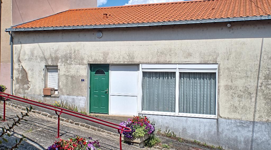 Maison de bourg  150 m², 6 pièces,3 chambres, cave et atelier