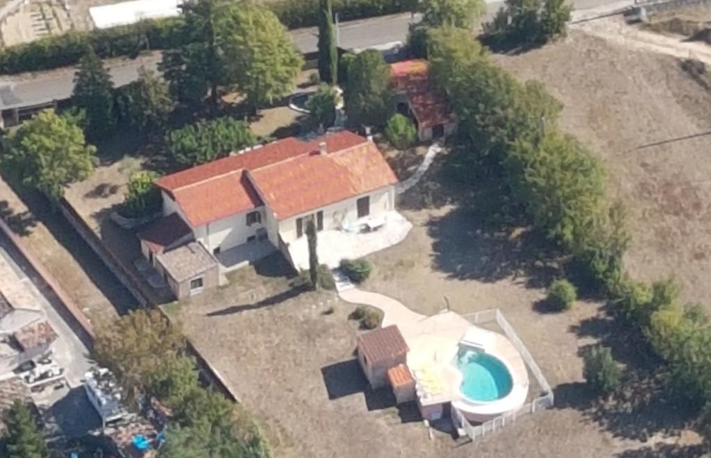 Maison de plain-pied avec piscine proche de Cahors