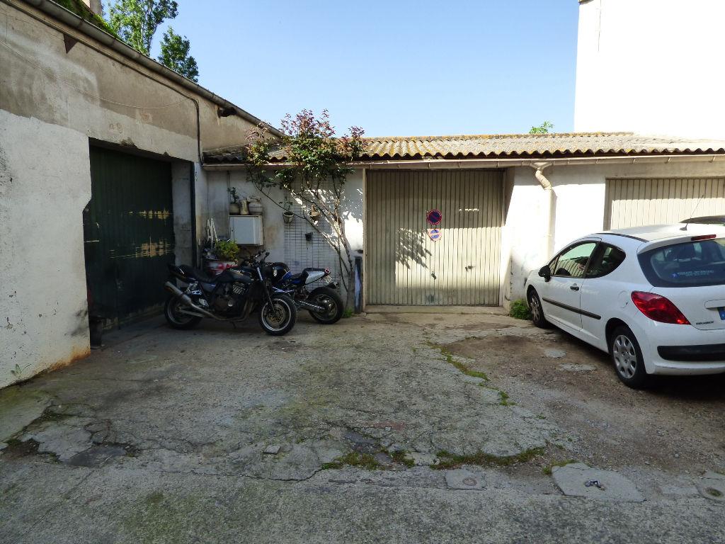 Ensemble de 3 Garages / box à Beziers