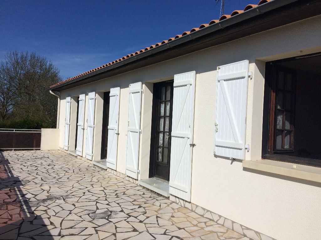Maison Menigoute 6 pièce(s) 120 m2