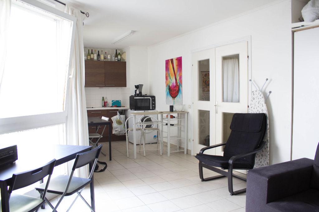 vente studio 37 m lyon 6e arrondissement 69006. Black Bedroom Furniture Sets. Home Design Ideas
