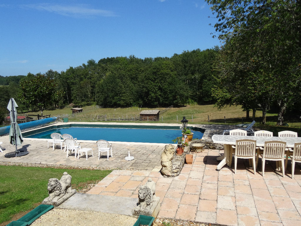 ferme rénovée d environ 251m² avec piscine