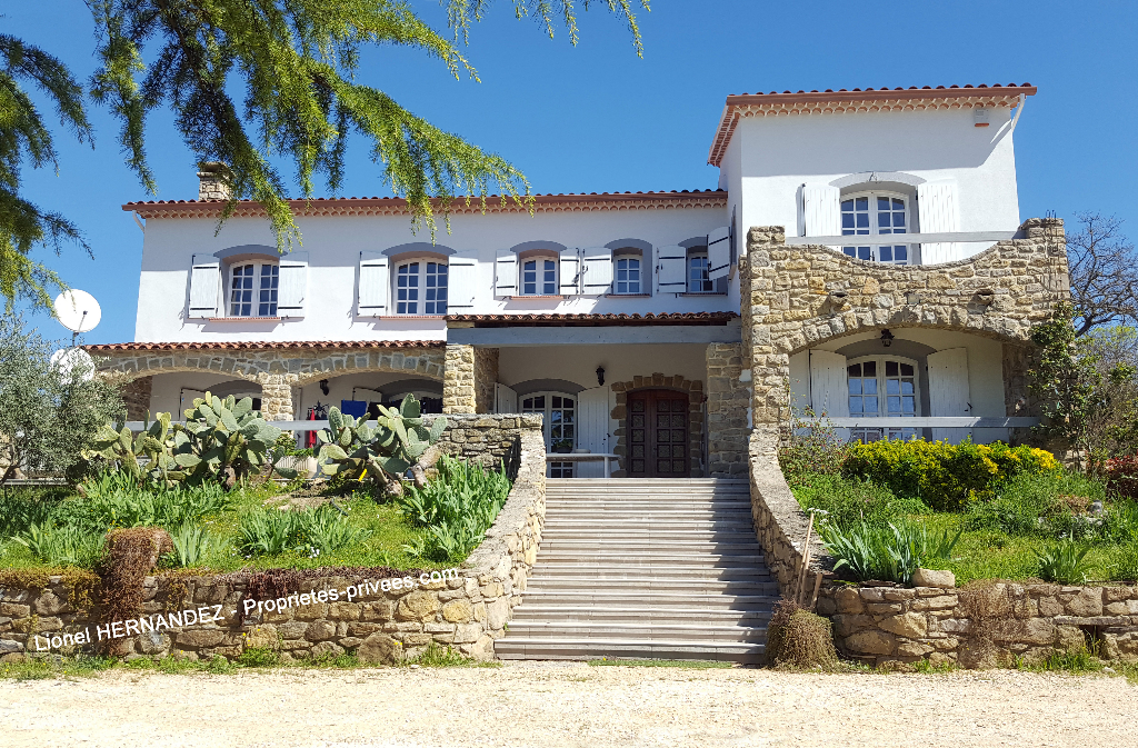 Maison 200 m²  avec vue panoramique sur terrain de 2420m²