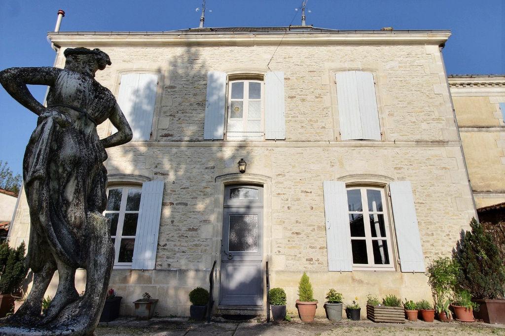 Maison bourgeoise Saint Jean D Angely 8 pièce(s) 200 m2