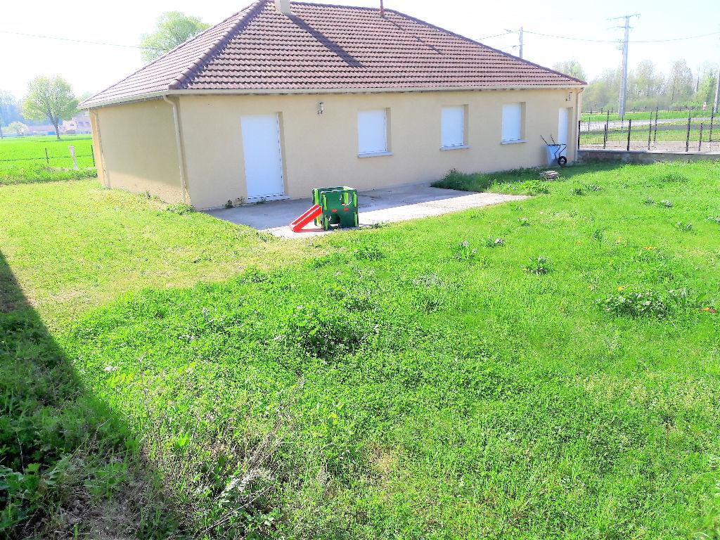 Maison 102M²  de plain pied, non mitoyenne, garage, terrain