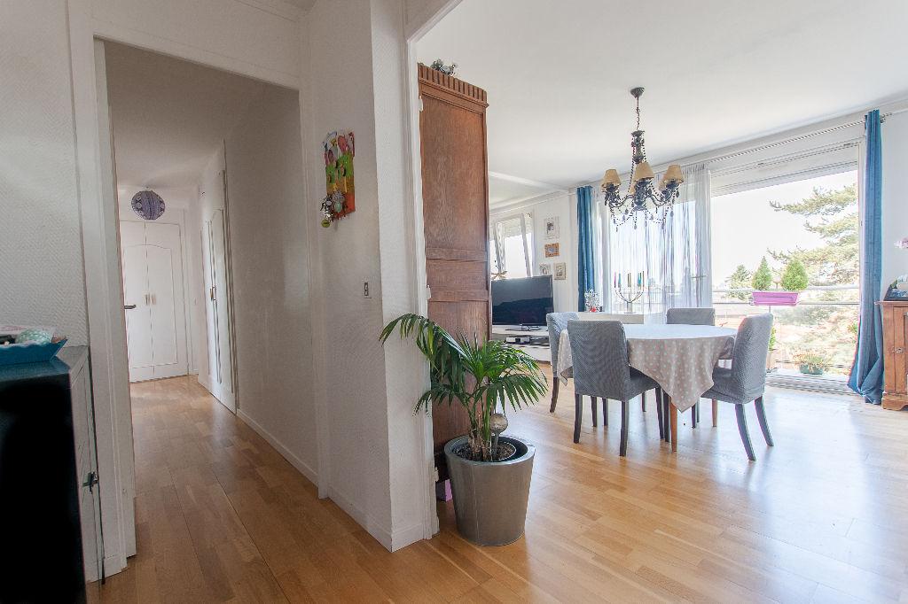 Appartement Bihorel 4 pièces, balcon avec vue dégagée