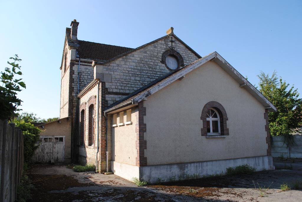 DISPONIBLE: Ancienne école primaire des Grandes Chapelles