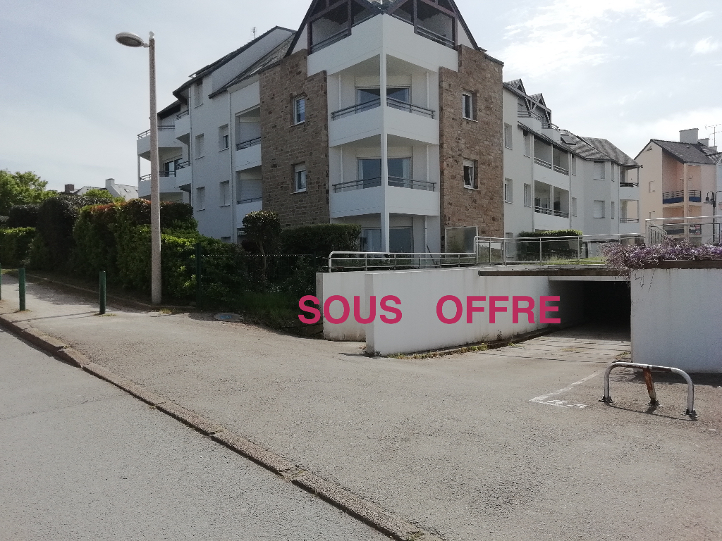 GARAGE 1 place Port du Crouesty ss sol 25 490  FAI