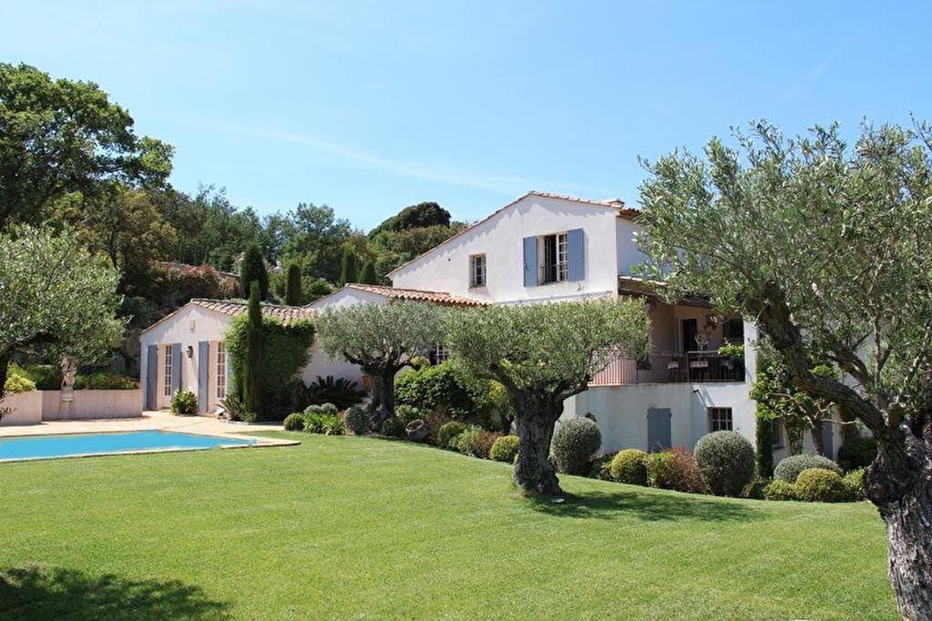 Villa Grimaud 10 pièce(s) 332 m2.Proximité golf 18 trous