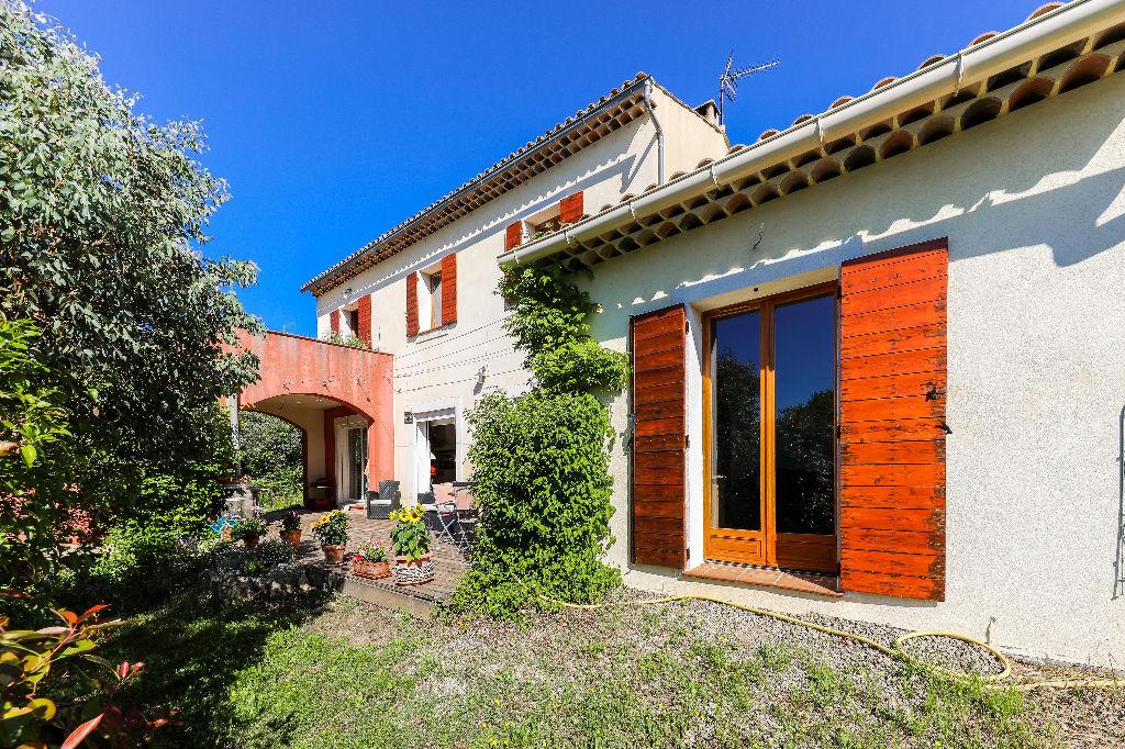 Maison écologique et ses 2 gîtes, proche de Draguignan, 6 Chambres   210 m2