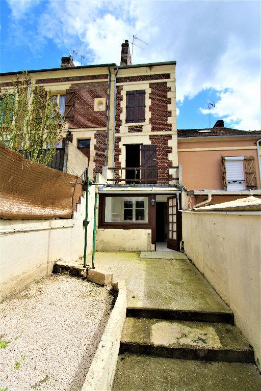 LIANCOURT CENTRE maison 3 CHAMBRES BUREAU ET GARAGE