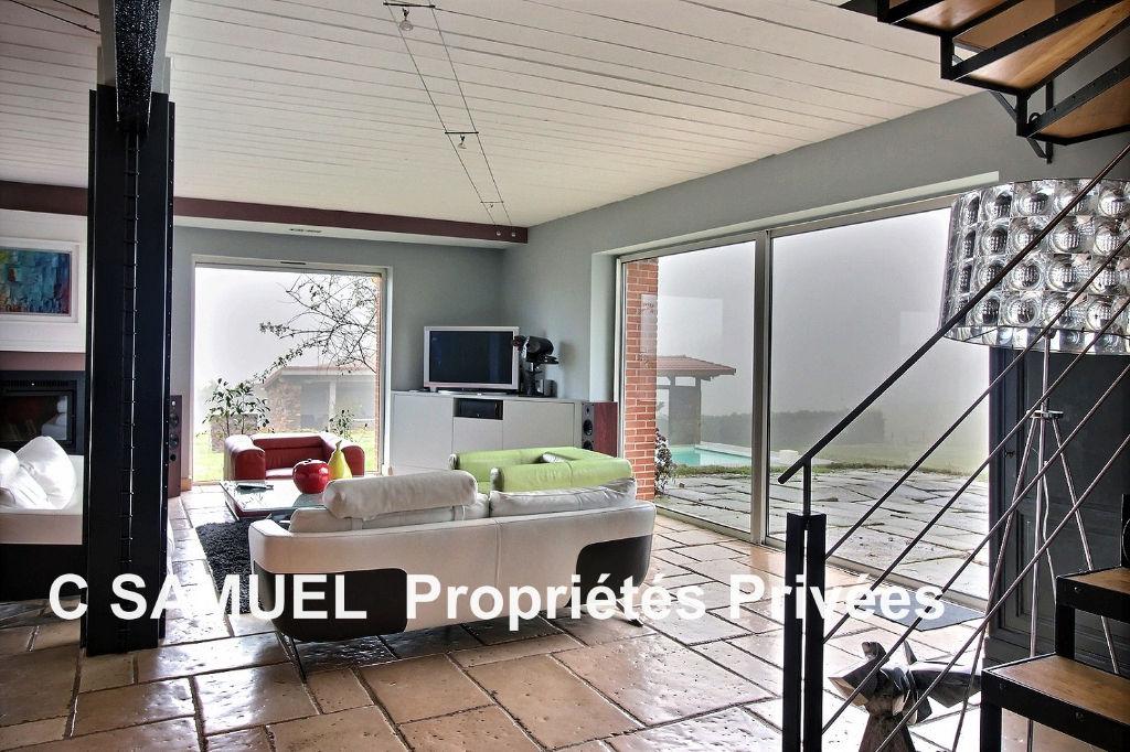 vente demeure 333 m la fouillouse 42480. Black Bedroom Furniture Sets. Home Design Ideas