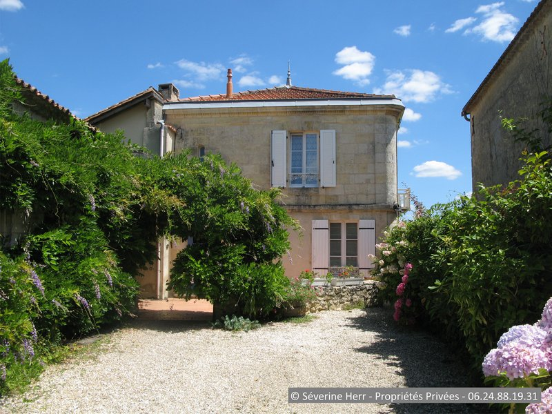 Maison en pierre 200m² + gîte 60m² proche Bourg