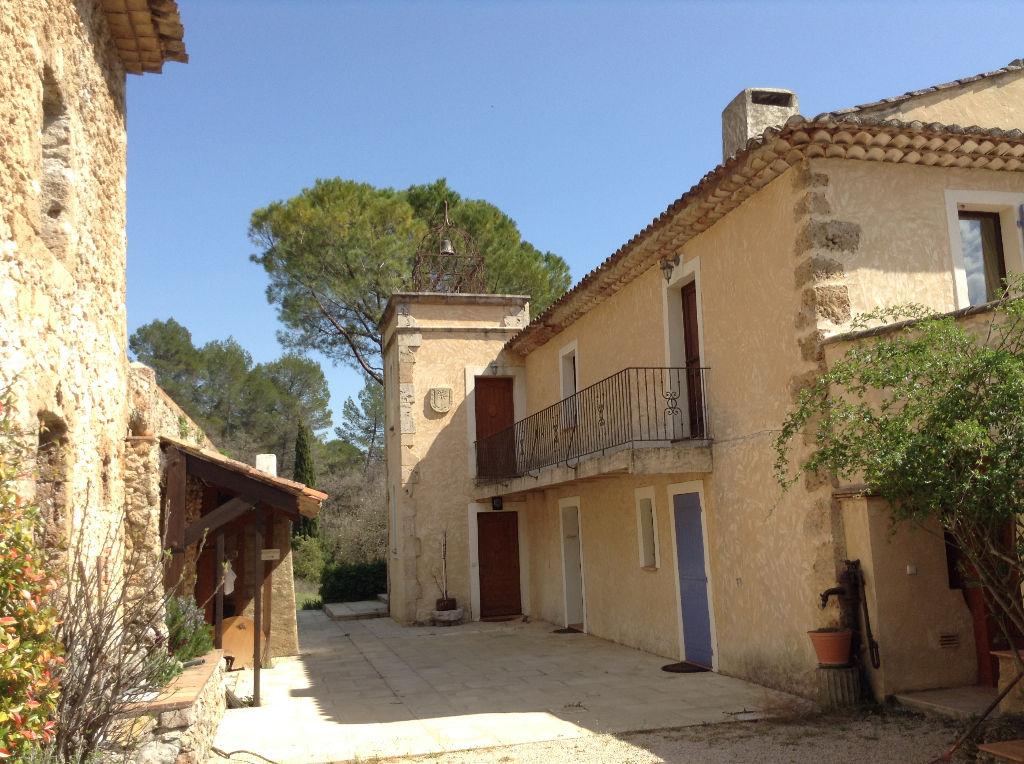 En Provence, Bastide du 18e siècle rénovée et meublée, proche de Salernes, 8 suites,  350 m2