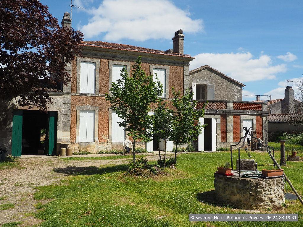Maison à rénover + dépendance à Cars, 175m², 4 chambres, terrain 3.000m²
